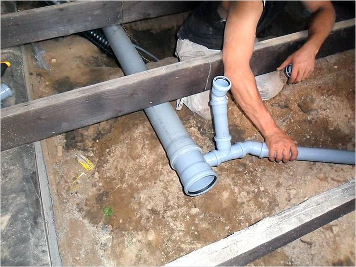 Монтаж канализации труб своими руками в частном доме 10