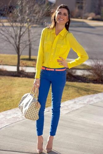 fee607f61 S tým, čo nosiť také krátke nohavice v lete?S veľmi elegantnou obuvou  jednoduchých štýlov a nezmenených tričiek.