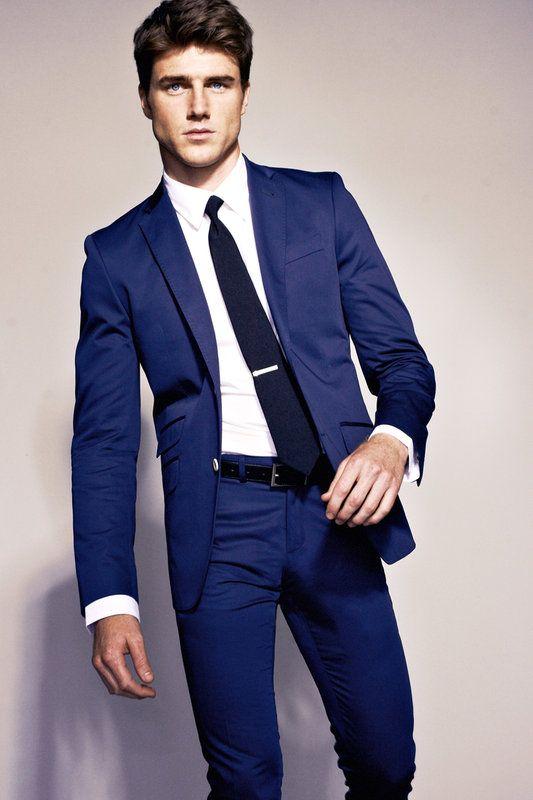 Koja košulja odgovara jarkoplavim hlačama? Kombinacija boja u muškoj odjeći.