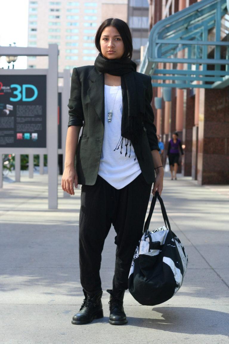 a4aaeb60 Но в ношении такого элемента одежды нет ничего сложного. Для классических  женских брюк из однотипной ткани одного оттенка, подойдут классические  блузки с ...