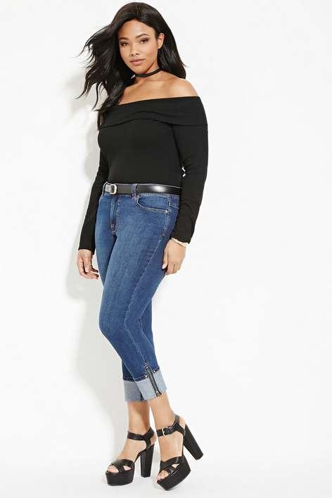 У моді в цьому році і джинсові комбінезони. Звичайно це молодіжний одяг і  півдня дівчатам цілком на-віч. a2f1642058723